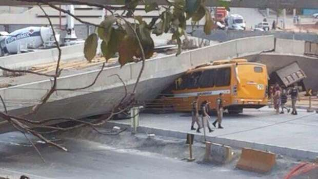 Brazil Overpass Collaspes on Bus