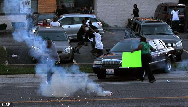 Police-Force Fires Teargas, Rubber Bullets at Protesters in Missouri