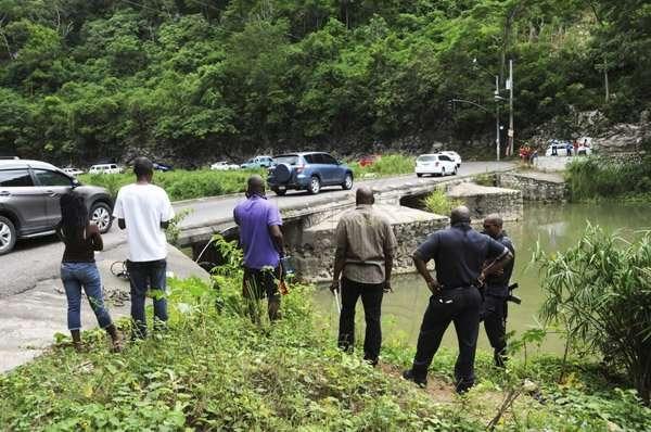 Six Die in Bog Walk Crash
