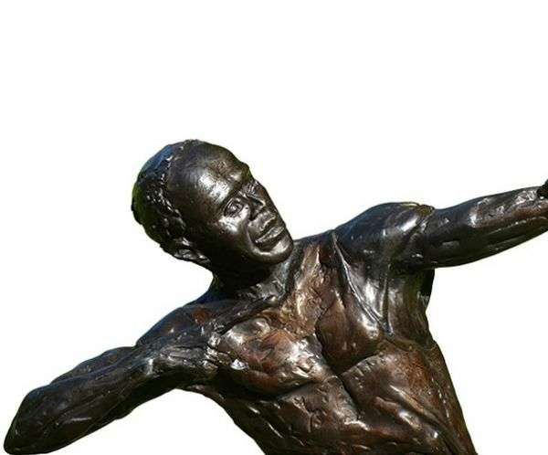 Govt Commissions Statues for Track Greats