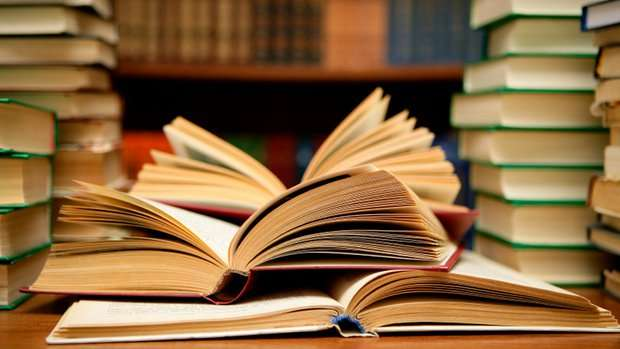 Education Ministry Moves to Phase Out Textbooks in Schools