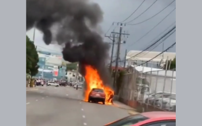 Car Catches Fire and Brings Traffic to Standstill in Corporate Area