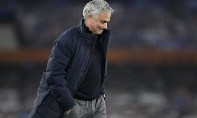 Tottenham Sacks Jose Mourinho